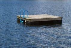 Radeau sur le lac argenté Images stock