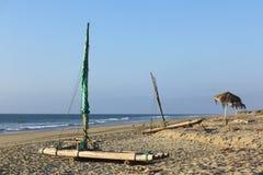 Radeaux sur la plage dans Mancora, Pérou images stock