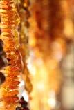 Rader av Amber Gemstones Arkivfoton