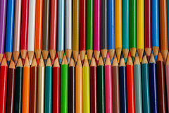 Rader av blyertspennafärgpennor Royaltyfri Fotografi