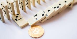 Rader av domino från ovannämnt på vit royaltyfria foton