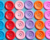 Rader av färgrika knappar Royaltyfria Bilder