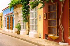 Rader av koloniala hus i Cartagena Royaltyfri Bild