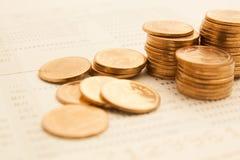 rader av mynt för finans och bankrörelsen Royaltyfri Fotografi