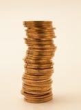 rader av mynt för finans och bankrörelsen Arkivfoto