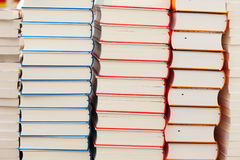 Rader av nya böcker royaltyfria bilder