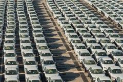 Rader av nya bilar Royaltyfri Bild