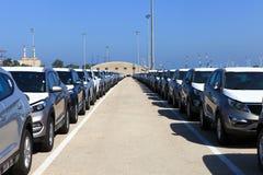 Rader av nya bilar Royaltyfri Fotografi