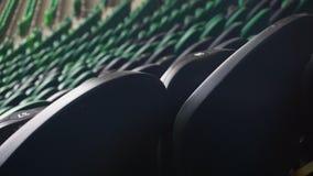 Rader av platser i en fotbollsarena arkivfilmer