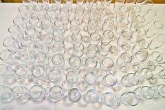 Rader av runda exponeringsglas som ställer in tabellen Royaltyfri Fotografi