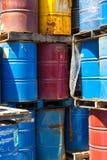 Rader av staplade olje- trummor Royaltyfri Fotografi
