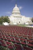 Rader av tomma röda stolar framme av USA-Kapitolium, Washington Royaltyfri Bild