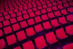 Rader av tomma teaterplatser Arkivfoto