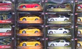 Rader av Toy Cars i askar Royaltyfri Bild