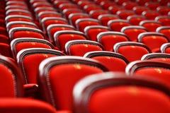 Rader med tomma platser i en teater Royaltyfri Foto