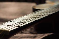 Rader på en akustisk gitarr Royaltyfri Bild
