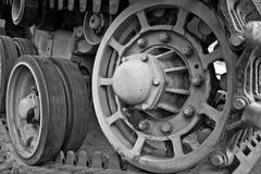 Radertjes in de spoorassemblage van een WW2 tank stock afbeelding