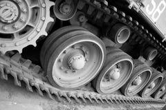 Radertjes in de spoorassemblage van een WW2 tank stock afbeeldingen