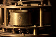Radertjes en wielen van een klok stock afbeelding