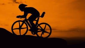Radfahren auf den Berg Lizenzfreie Stockfotos