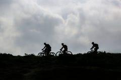Radfahren auf den Horizont Lizenzfreie Stockfotografie