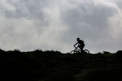 Radfahren auf den Horizont Lizenzfreies Stockbild