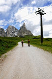 Radfahren in den Berg Stockfotos
