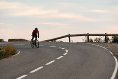 Radfahren des frühen Morgens lizenzfreie stockbilder