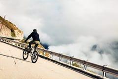 Radfahren des jungen Mannes Lizenzfreie Stockbilder