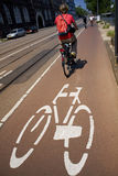 Radfahren in die Stadt Stockfoto