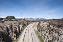 Radfahren nahe bei der Eisenbahn Lizenzfreies Stockfoto