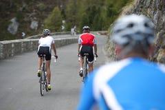 Radfahrenansicht der Straße von hinten - Rennrad Stockfoto