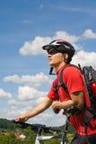 Radfahrender Mann lizenzfreies stockbild
