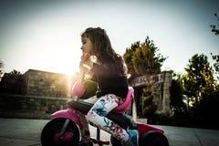 Radfahrendes Mädchen Lizenzfreies Stockbild