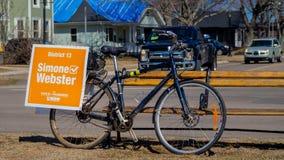 Radfahrenkampagne von Simone Webster, NDP-Kandidat im P e I wahl lizenzfreie stockbilder