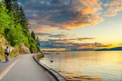Radfahrenweg bei Sonnenuntergang Lizenzfreie Stockfotografie