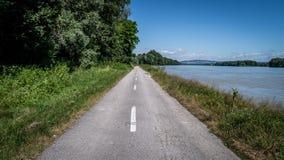 Radfahrenweg in der Natur Stockbilder