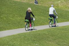Radfahrer auf der Burke Gilman-Spur stockbilder