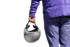 Radfahrer, der einen Sturzhelm anhält Lizenzfreie Stockfotos