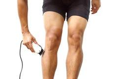 Radfahrer, der seine Beine rasiert Stockbilder