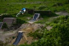 Radfahrer-Fahrrad-Trick-Sprung Lizenzfreies Stockbild
