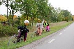 Radfahrer gebildet von den Kürbisen Lizenzfreie Stockbilder