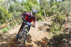 Radfahrer im Mountainbikewettbewerb lizenzfreie stockbilder