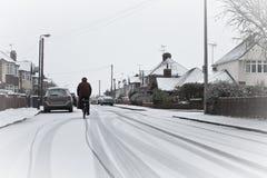 Radfahrer im Schnee Stockfoto