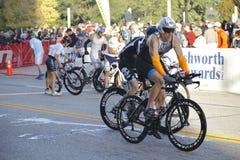 Radfahrer im Triathlon 2015 Louisvilles Ironman Stockfotos