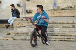 Radfahrer-Junge stockbild