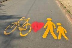 Radfahrer liebt Fußgänger Stockfoto