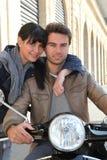 Radfahrer mit Freundin lizenzfreies stockbild