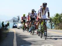Radfahrer reiten während Radfahren-Straßenwettbewerbs Rio-2016 des olympischen des Rios 2016 Olympische Spiele in Rio de Janeiro Stockfotos