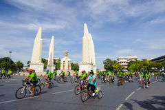 Radfahrer schlossen sich dem BANGKOK-AUTO-FREIEN TAG 2014 an Stockfoto